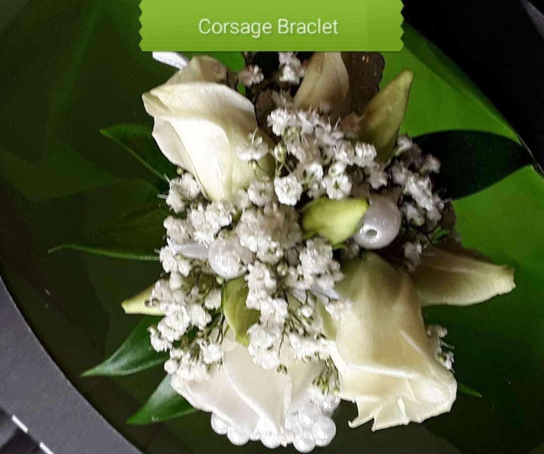 White Lisianthus Pearl Braclet Corsage
